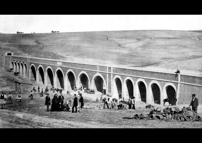 El Acueducto de Amaniel (Madrid), en 1857, fotografiado por Charles Clifford. Fuente: Diagonal.