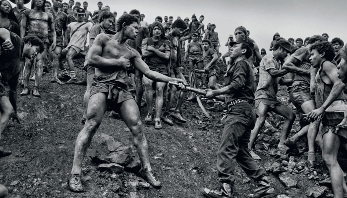 Saramago's photo of the miners, featuring in the film The Salt of the Earth. Source: http://dphotomagazine.s3.amazonaws.com/wp-content/uploads/2014/07/Image-3.jpg