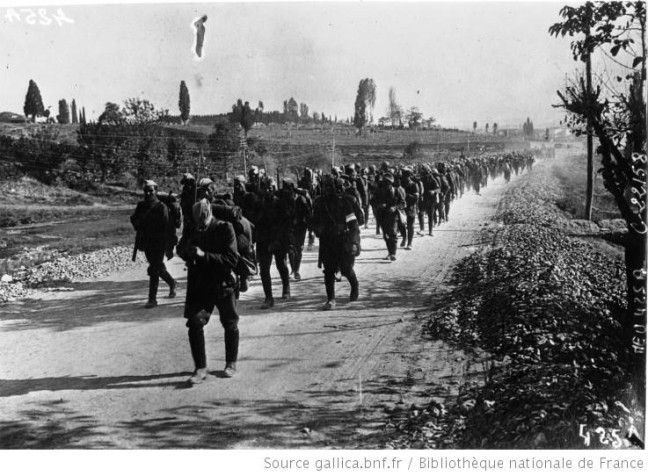 Greek soldiers retreating in 1922. Source: Bibliothèque Nationale de France.