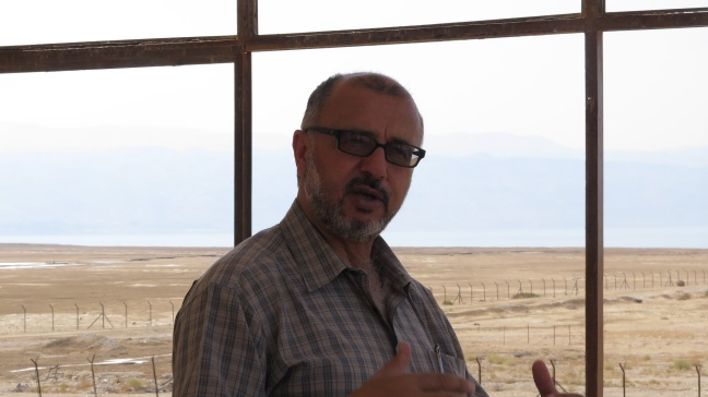 ENTITLE mentor Nader Khateeb of Friends of the Eaerth Middle East explaining the water situation in the Jordan Valley. Photo by A. Huber