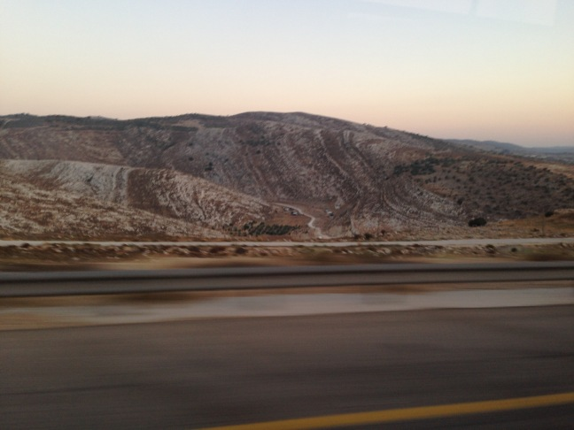 From Road 443 one can see the unpaved, poor quality roads for Palestinians. Source: Melissa García