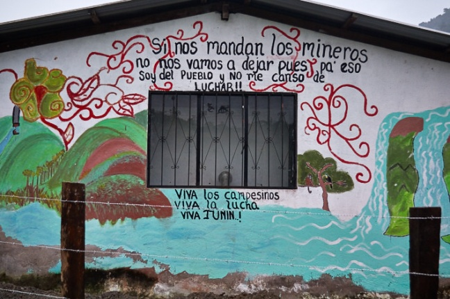 A mural in the Intag region of Ecuador proclaims local resistance to mining. Photo by pato chavez. Source: http://news.mongabay.com/2015/09/after-crackdown-protesters-to-march-again-against-ecuadors-extractivism/