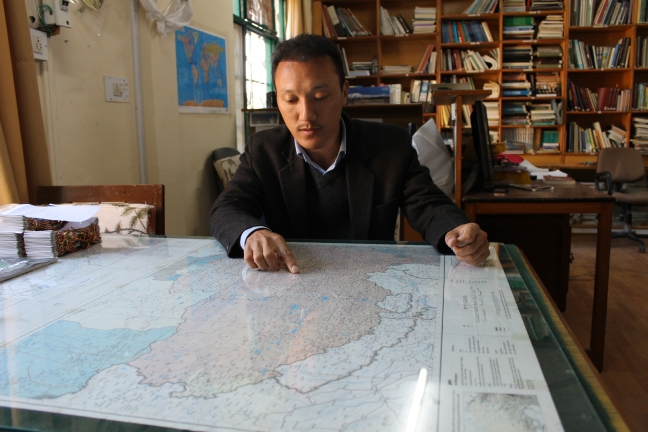 Tempa Gyaltsen Zamlha in his office (photo by Daniela Del Bene)