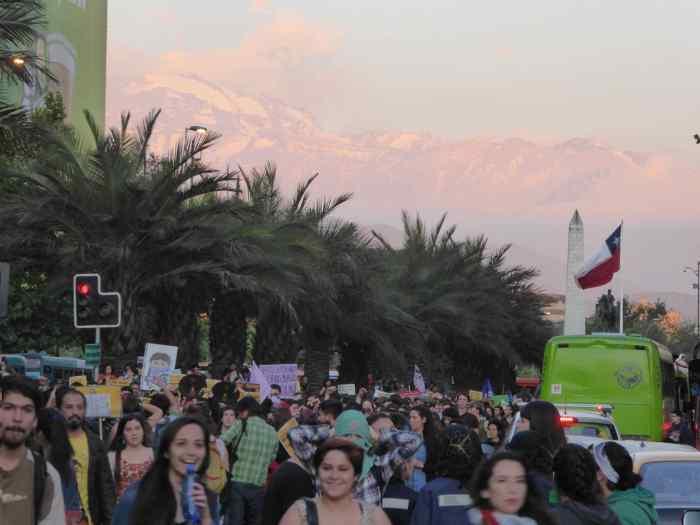 Cerca de 5000 personas ocuparon la Alameda en Santiago en contra de la violencia de género. Foto: Marien González Hidalgo