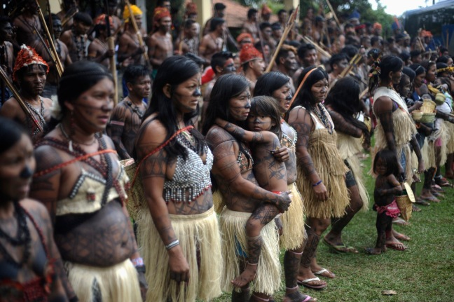 Munduruku Indians attend a meeting consisting of nearly 150 Indians, who are campaigning against the construction of the Belo Monte hydroelectric dam in the Amazon, in Brasilia. Talks between the Indians and the government were suspended a day after Air Force planes flew 144 Munduruku Indians to Brasilia for talks to end a week-long occupation of the controversial Belo Monte dam on the Xingu River, a huge project aimed at feeding Brazil's fast-growing demand for electricity. Source: Lunae Parracho / Reuters.