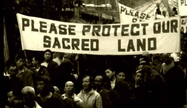Buddhist monks protesting against construction of the Rathong Chu hydropower project in Sikkim in the 1990s. Source: SIBLAC.