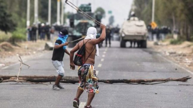 Land defenders hold off a police incursion in March 2015. Source: Miguel Mejia Castro.